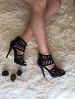 Босоножки на тонком каблуке