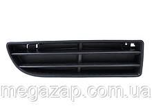 Решетка переднего бампера правая VW BORA (98-05)