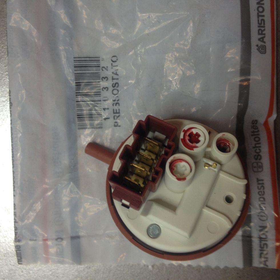 Пресостат Indesit (Індезіт) C00110332 для пральної машини
