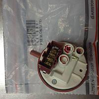 Пресостат Indesit (Індезіт) C00110332 для пральної машини, фото 1