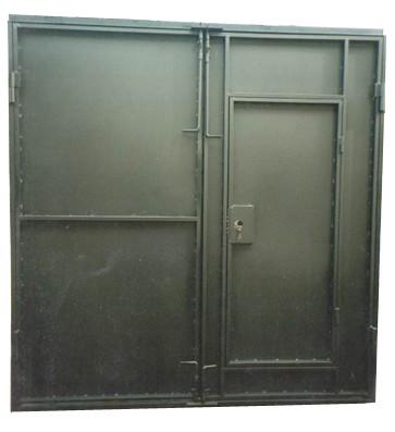 Гаражные ворота металлические распашные