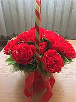 Корзина с розами 15 конфет