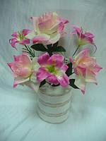 Лилия и роза в композиции , высота - 43 см , упаковка 20 шт