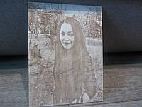 Романтический подарок любимой девушки на восьмое марта деревянный портрет по фотографии