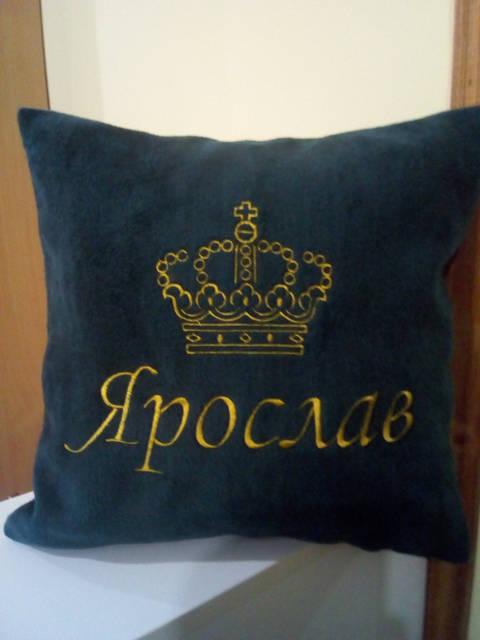 Вышитые подушки -1