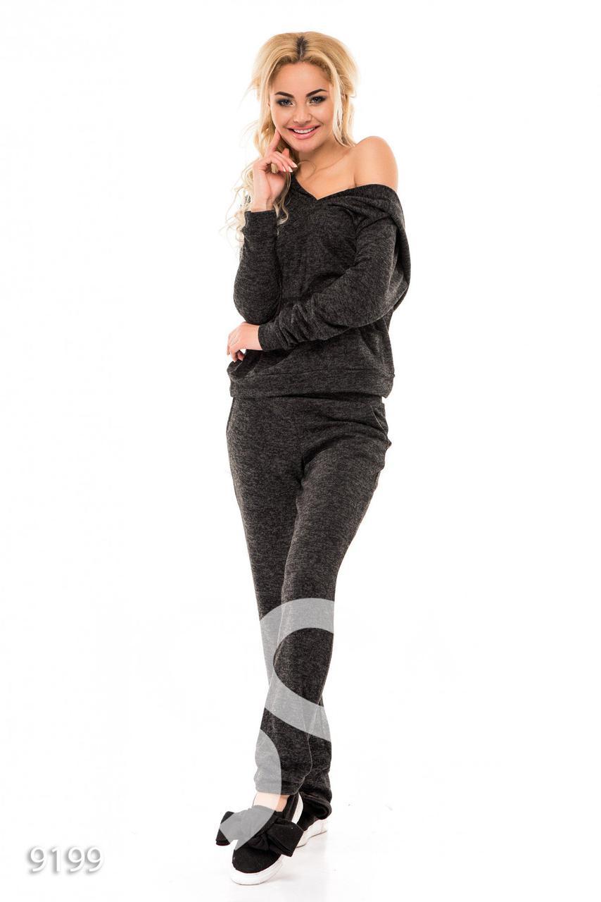 e21c725f6f2 Темно-серый брючный костюм из теплого трикотажа с глубоким капюшоном и  длинными рукавами - Стильная