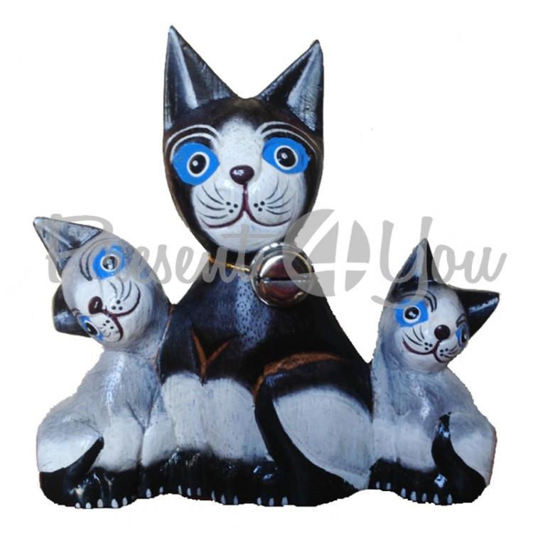 Деревянная статуэтка семья котов монолит
