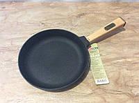 Сковорода чугунная с деревянной ручкой 220х40мм
