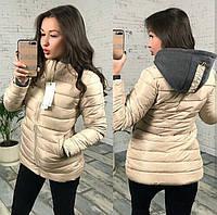 Жіноча бежева куртка з капюшоном  розмір L(46)