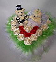 """Букет """"Wedding day"""" из мягких игрушек и роз атласных ручной работы"""