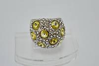 Кольцо белый металл, белые и желтые стразы