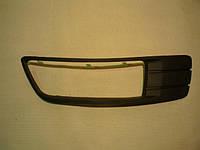 Решетка противотуманной фары левой седан