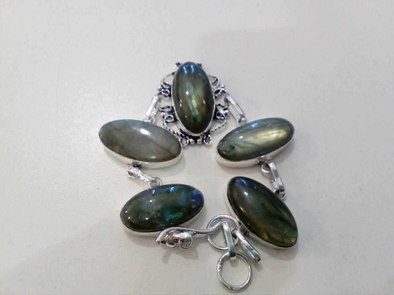 Очень яркий браслет с камнем лабрадор в серебре. Индия!
