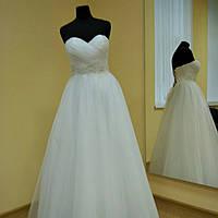 Свадебное белое платье с завышенной талией