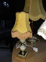 Класическая настольная лампа  .