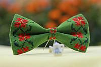 Галстук-бабочки зелёная с красно-зелёным орнаментом