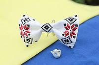 Галстук-бабочки белая с красно-черным орнаментом