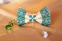 Галстук-бабочки белая с изумрудным орнаментом