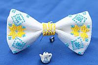 Галстук-бабочка белая с желто-голубым орнаментом