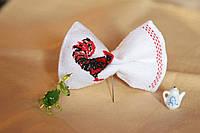 Галстук-бабочка белая с орнаментом в виде животного
