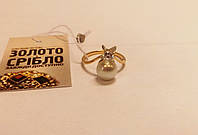 Кольцо золотое. Вес 2,71 грамм. 17 размер. С жемчужиной.