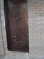 Дверь в квартиру с элементами ковки -17