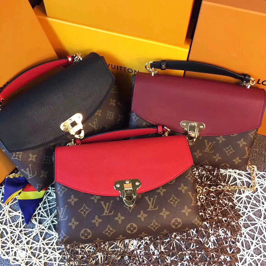 eace43107de5 Клатч комбинированный из натуральной кожи Louis Vuitton: продажа ...