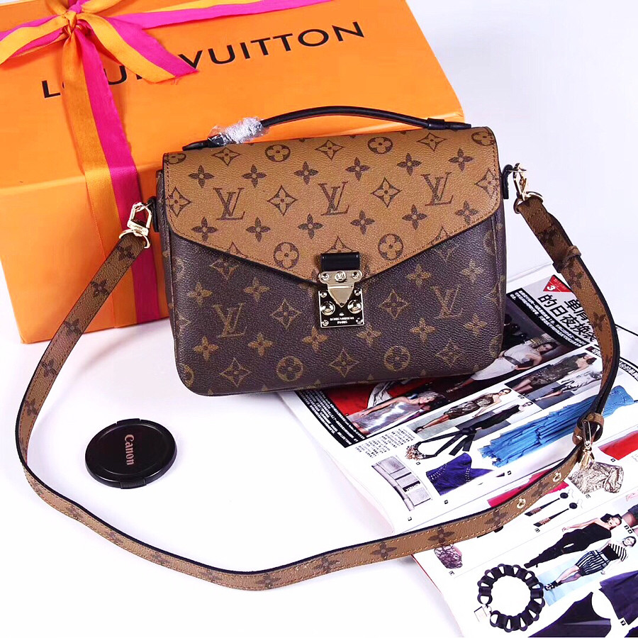 685bc4c517eb Клатч двухцветный из натуральной кожи Louis Vuitton: продажа, цена в ...