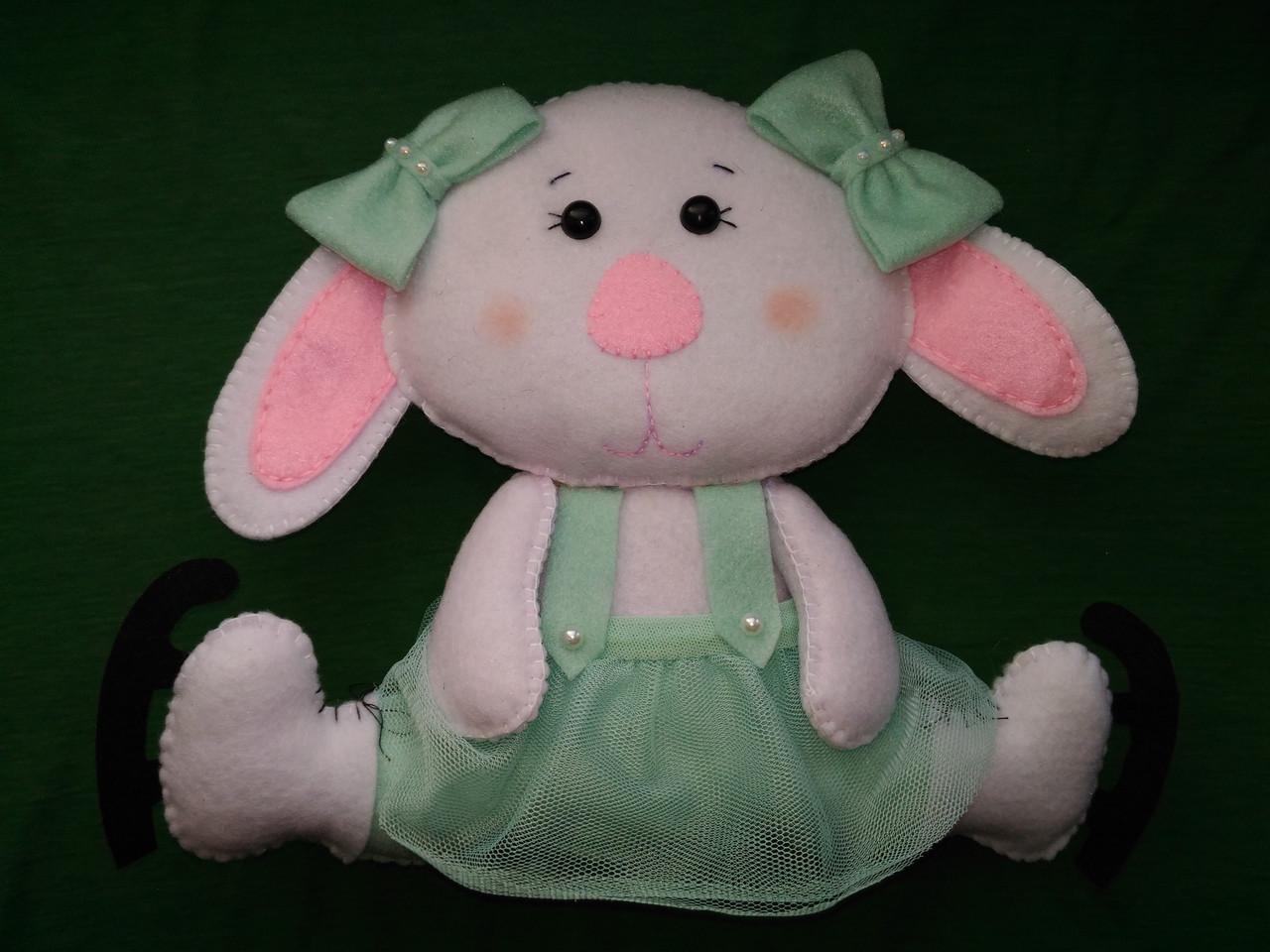Мягкая игрушка заяц фигурист из фетра