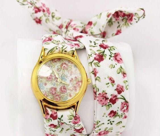 Женские часы с тканевым ремешком