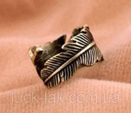 Кольцо с резным орнаментом, перышко