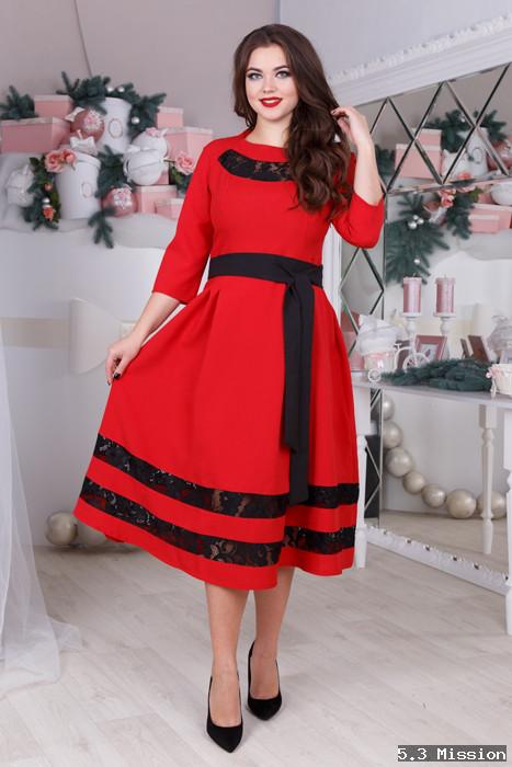 757769fed6d Женское платье Батал с кружевными вставками с поясом у-2025849 - Интернет -  магазин одежды