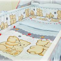 Защита бампер в детскую кроватку  из двух частей Мишки обнимашки серый