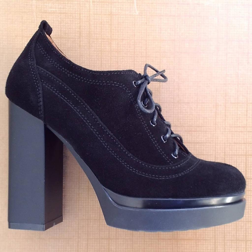 Туфли женские замшевые на высоком каблуке и шнуровке чёрные размер 36, 37, 38, 39