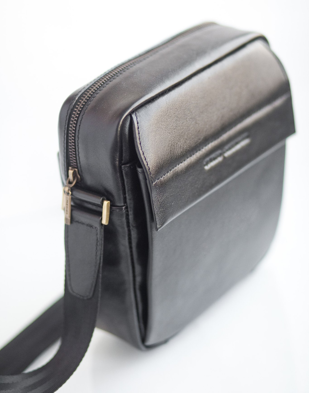 27a923771f4d Мужская кожаная сумка-мессенджер Qvinto Corridoni QC101A - Интернет-магазин  сумок