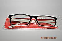 Компьютерные очки в пластмассовой оправе