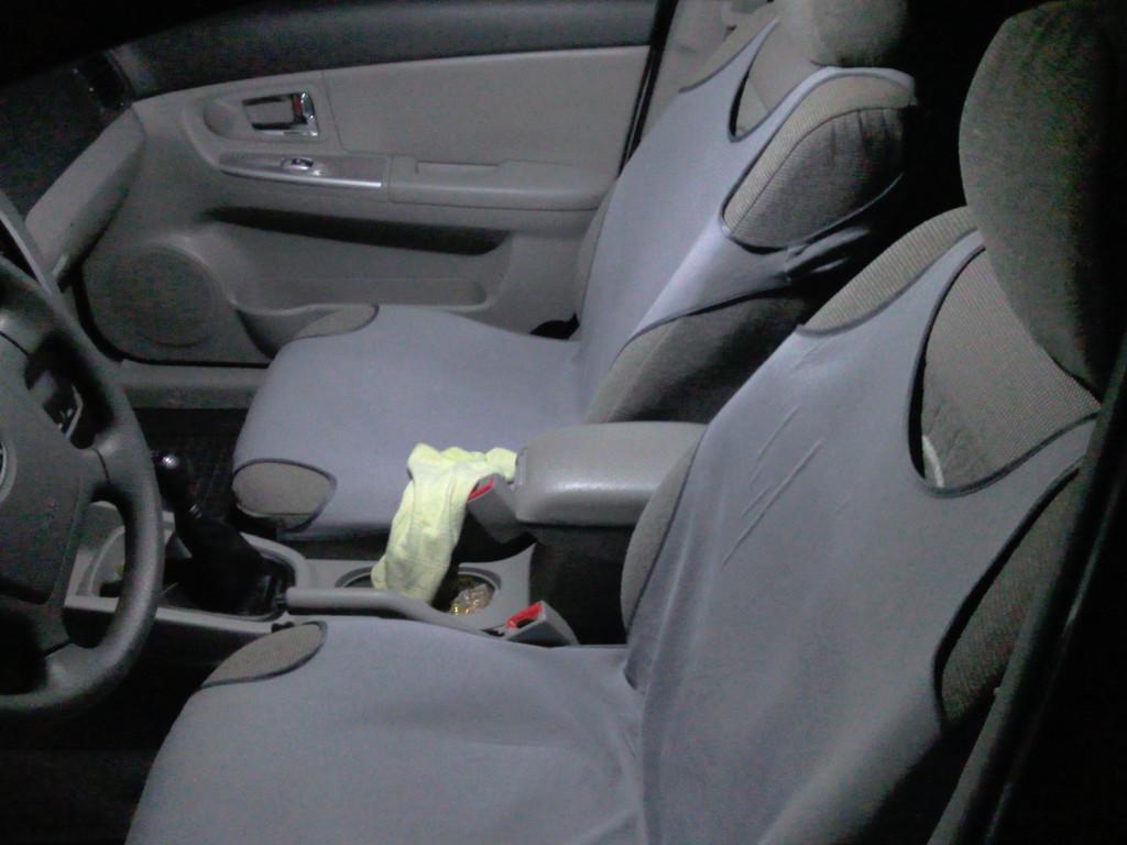 Сравнение качества  освещенния от штатных автомобильных ламп и от светодиодных лампы в салоне автомобиля KIA CERATO