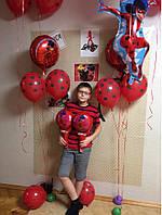 Латексный воздушный шар Пастель красный в черный горох круговая печать. 12 дюймов / 30см.
