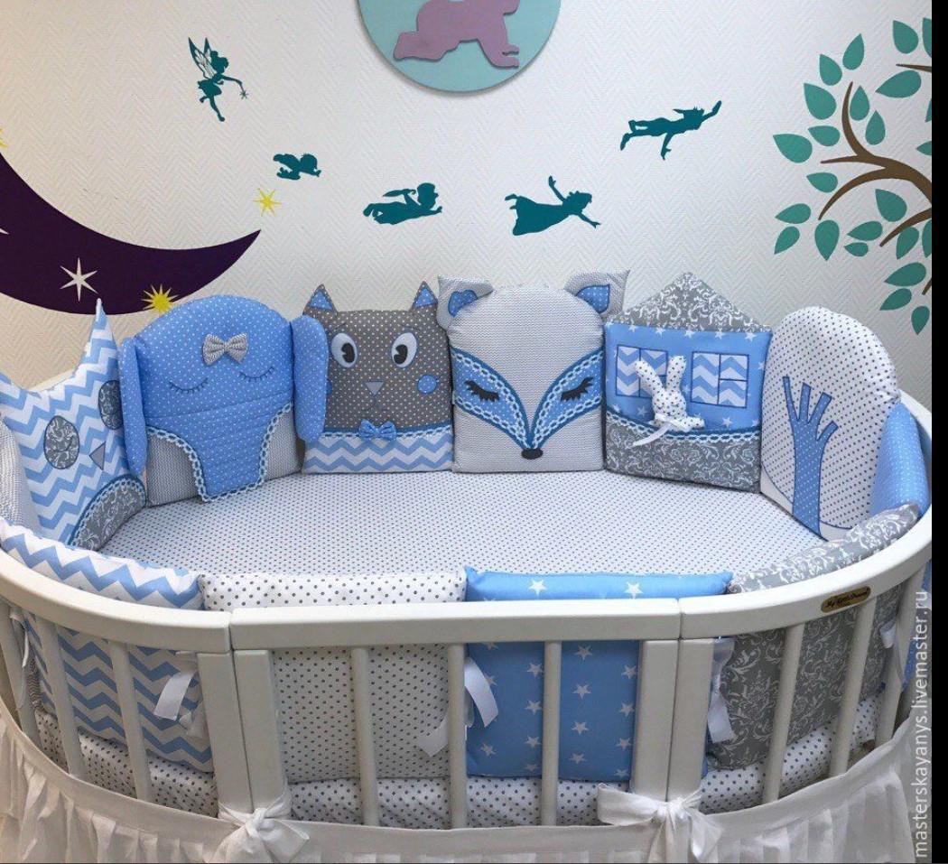 Детский набор защита в овальную кроватку.
