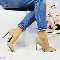 Туфли женские с фигурным вырезом бежевого цвета