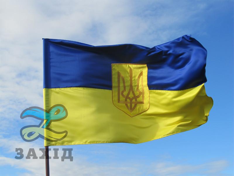 Прапор України з великим вишитим гербом з прокатного атласу