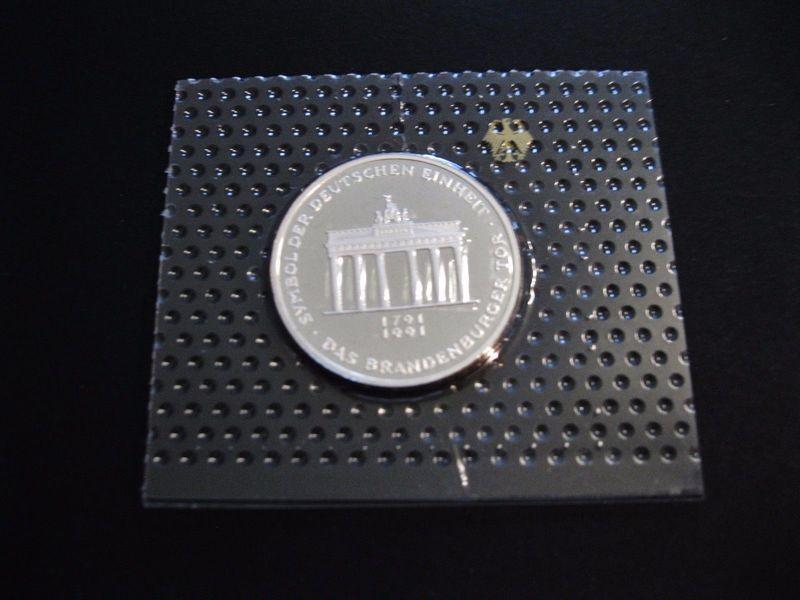 10 марок 1991 ФРГ - Бранденбургские ворота. Серебро, пруф, запайка
