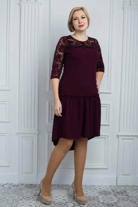 Стильное женское платье спереди с бусинами