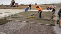 Укладка железобетонных дорожных плит