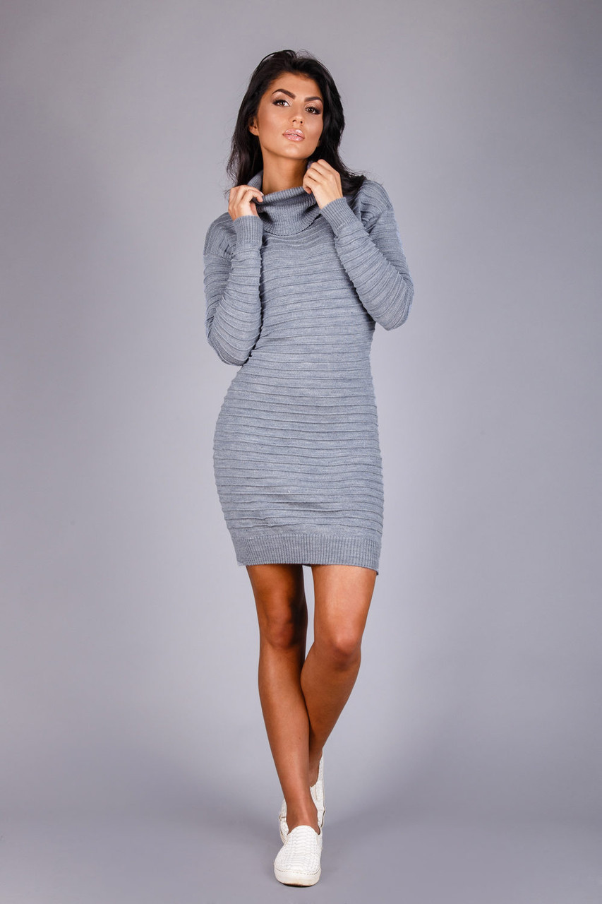 Теплое вязаное платье из полушерстяной пряжи цвета серый меланж