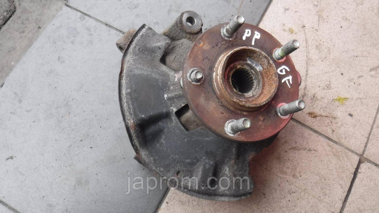Поворотный кулак передний правый (ступица в сборе) Mazda 626 GF 1997-2002