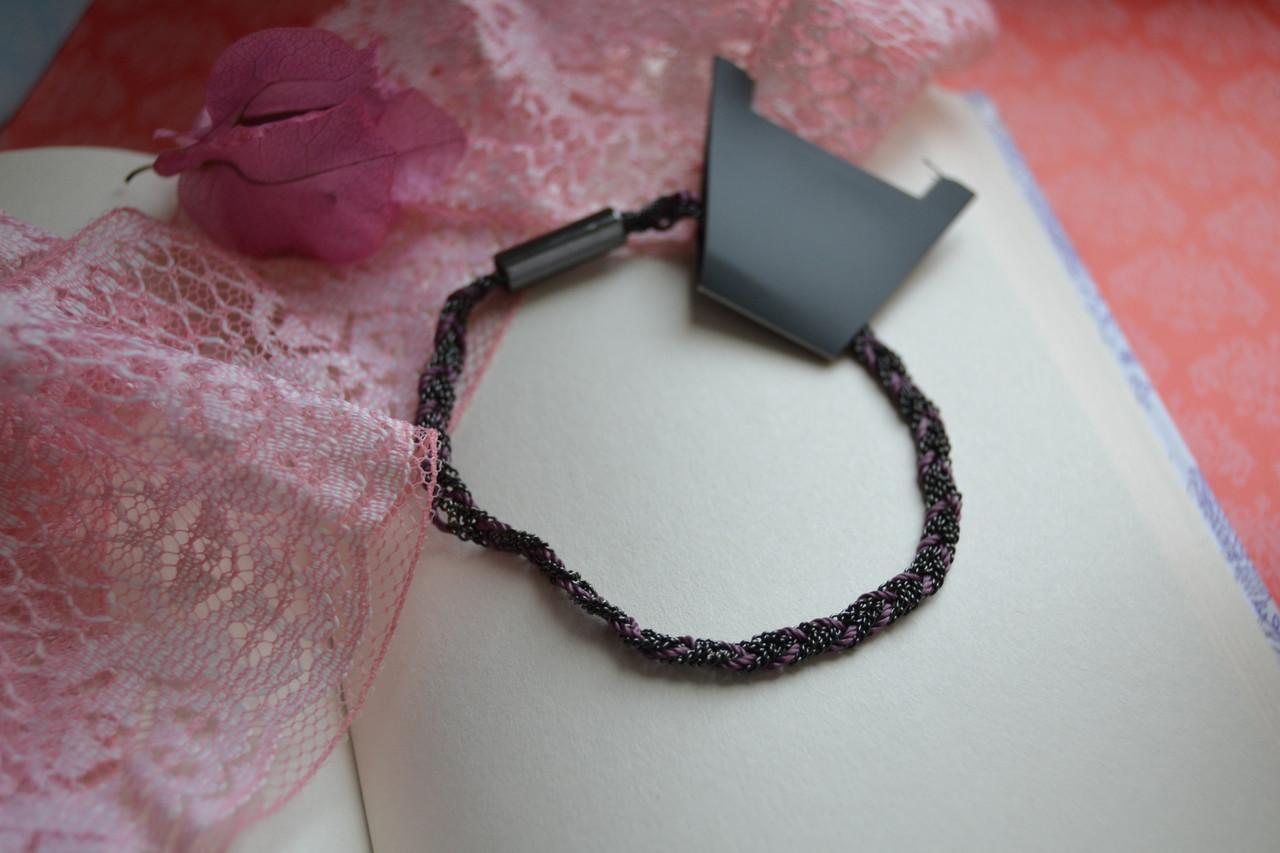 Плетеный браслет с ниткой Pilgrim