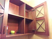 Шкаф деревянный навесной
