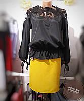 Черная блуза с кружевом