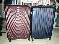 Большой 4-х колесный чемодан хорошего качества по низкой цене